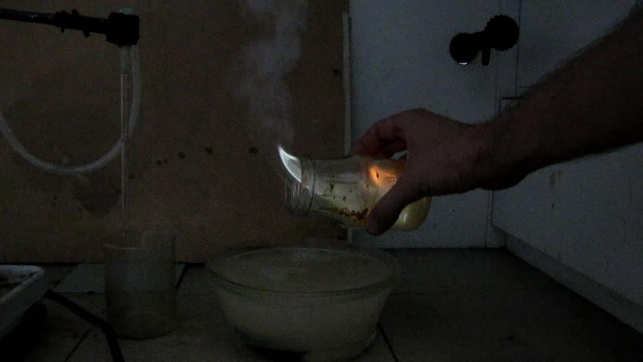 Воспламенение фосфина в банке