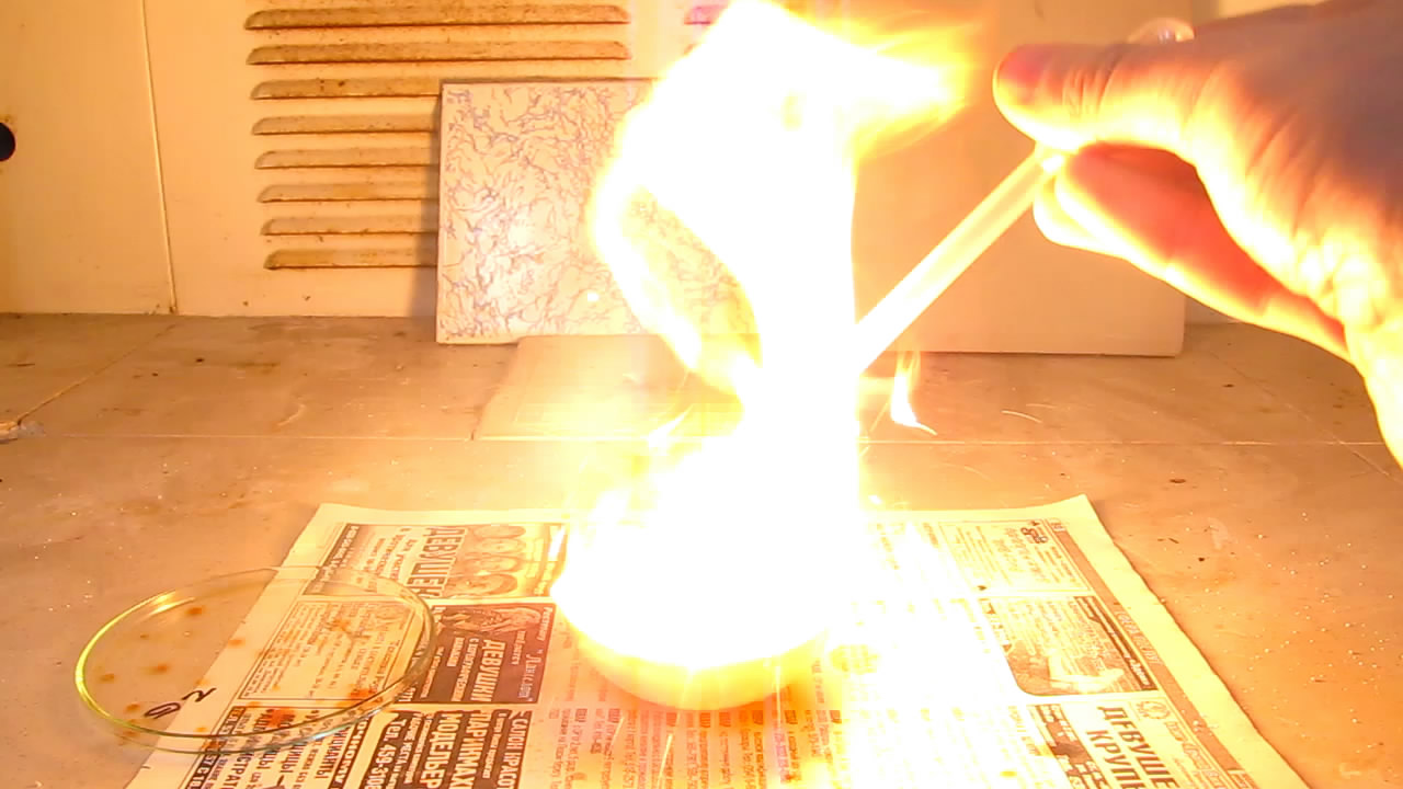 Воспламенение скипидара под действием дымящей азотной кислоты