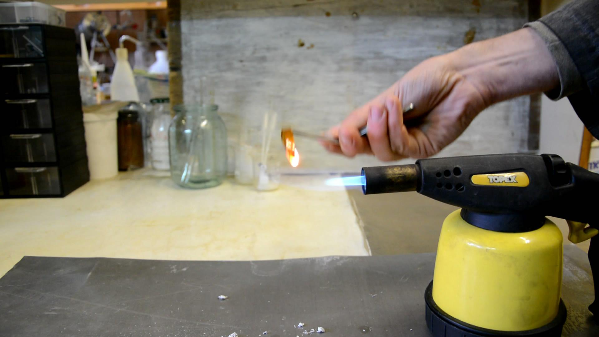 Полиимид и пламя