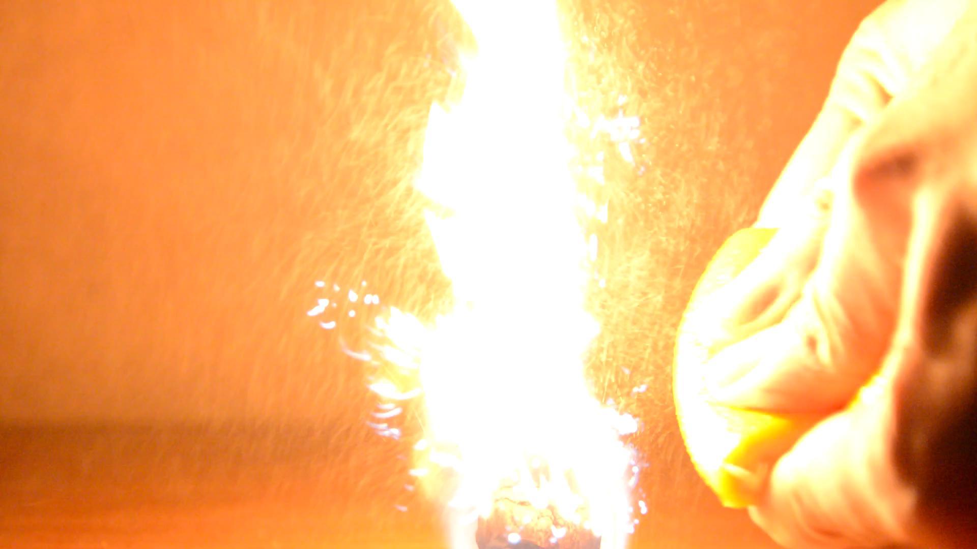Апельсиновая кожура и огонь