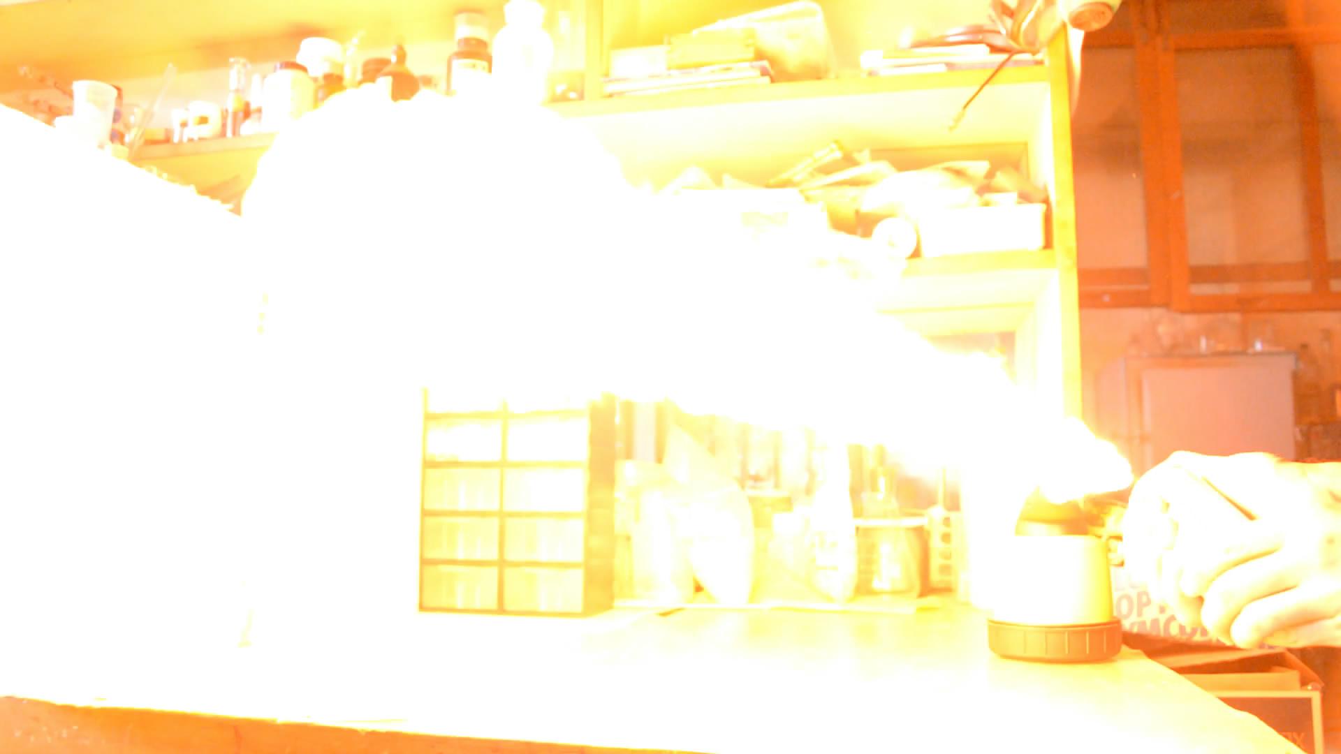 Графитовый аэрозоль (лак) и пламя