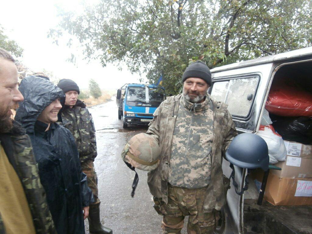 Кевларовые каски, которые волонтеры приобрели за собственные деньги для украинских солдат