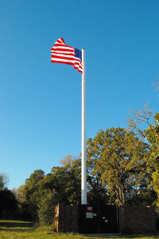 Вышка сотовой связи в виде флагштока (Техас). Cell Tower Flag Pole in College Station, Texas