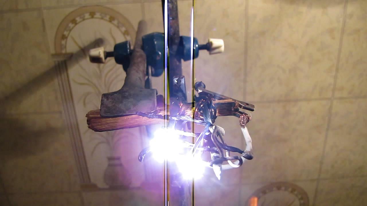 Дерево становится проводником электрического тока (зажгите лампу спичкой). Wood becomes conductor of electric current