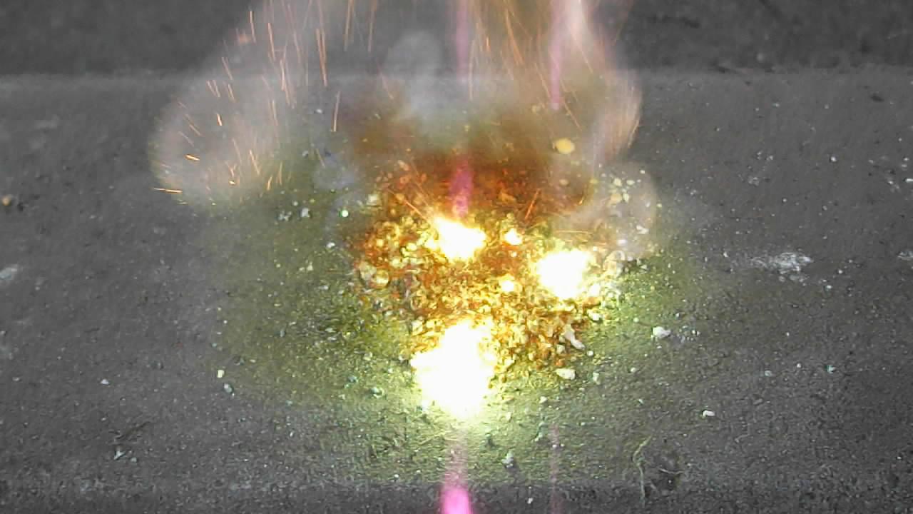 Горение смеси: перхлорат бария - сера (колебательная химическая реакция). Burning of mixture of barium perchlorate and sulfur (oscillating chemical reaction)