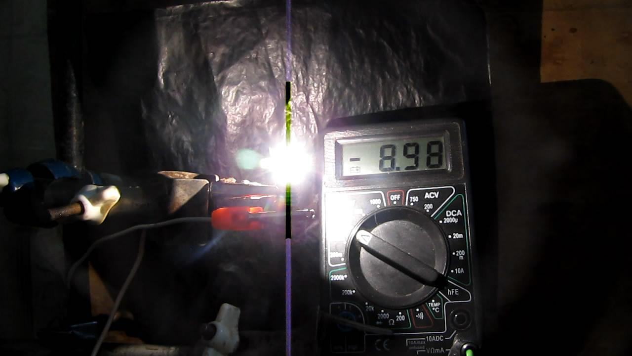 Лампу накаливания на 3.5 В включили в электрическую сеть напряжением 220 вольт. 3.5-volt incandescent lamp was plugged into mains with voltage of 220 V (AC)