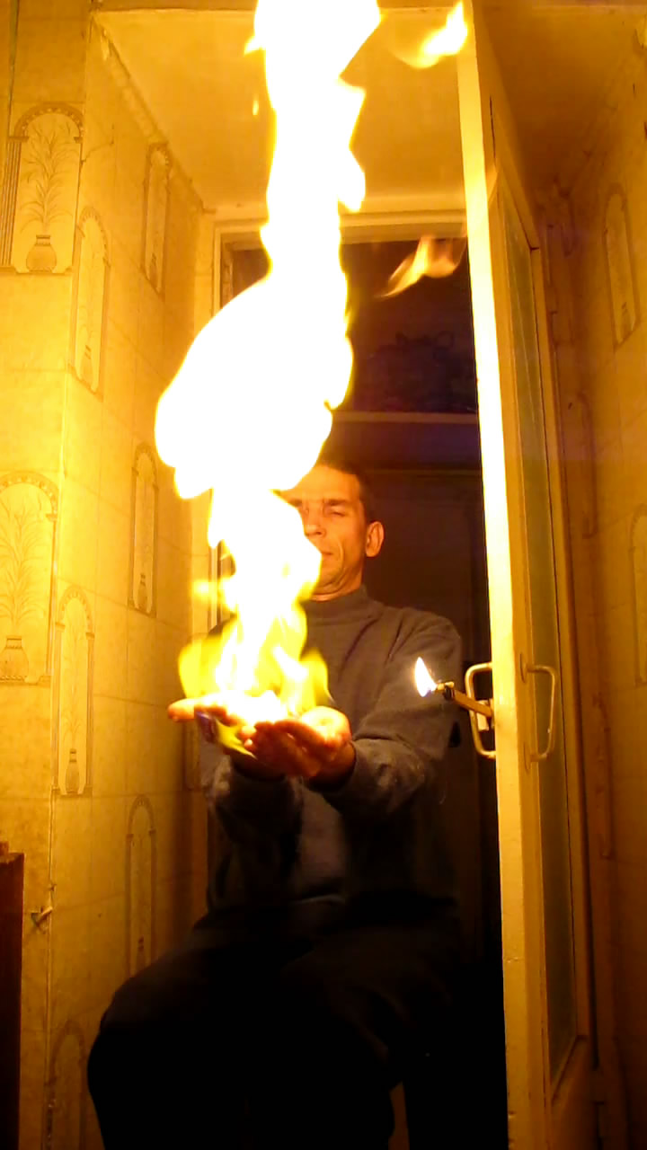 Огонь на ладонях (пена с метаном)