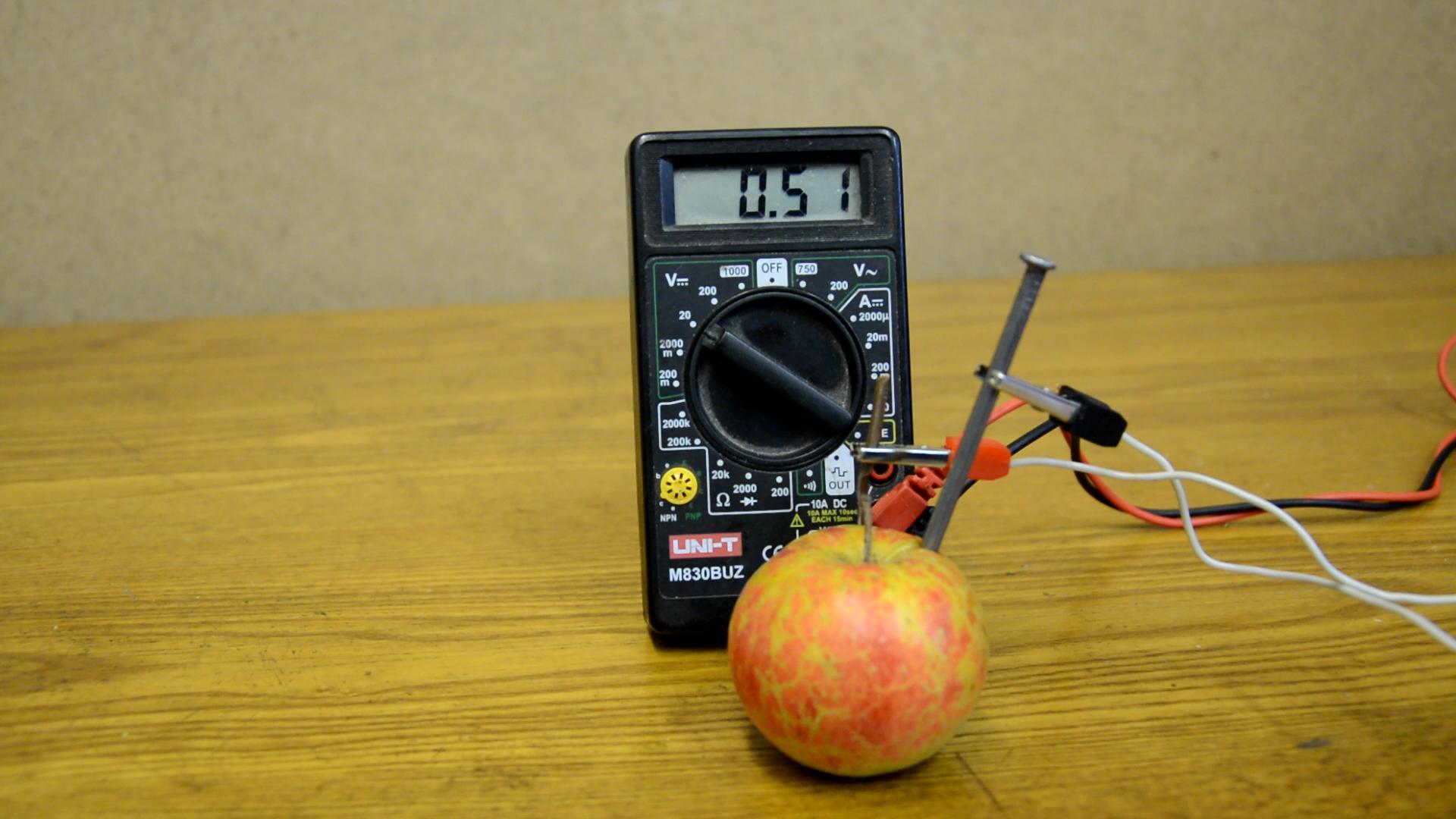 Батарейка из фруктов и овощей
