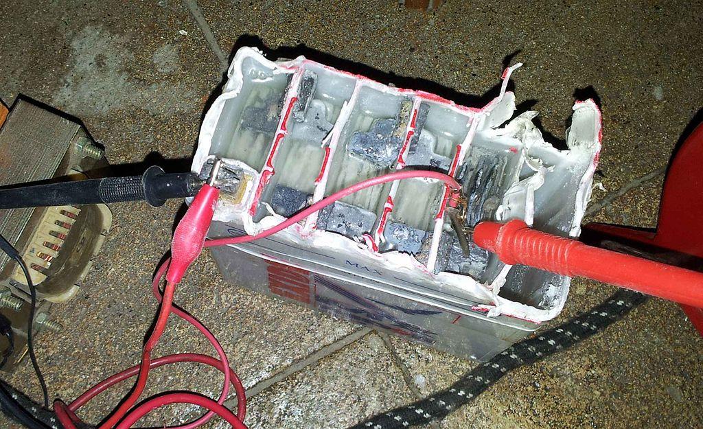 Свинцовый аккумулятор (вскрытый)