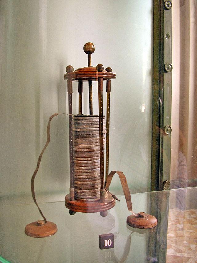 Вольтов столб (Вольтова батарея, элемент Вольта) - первый гальванический элемент