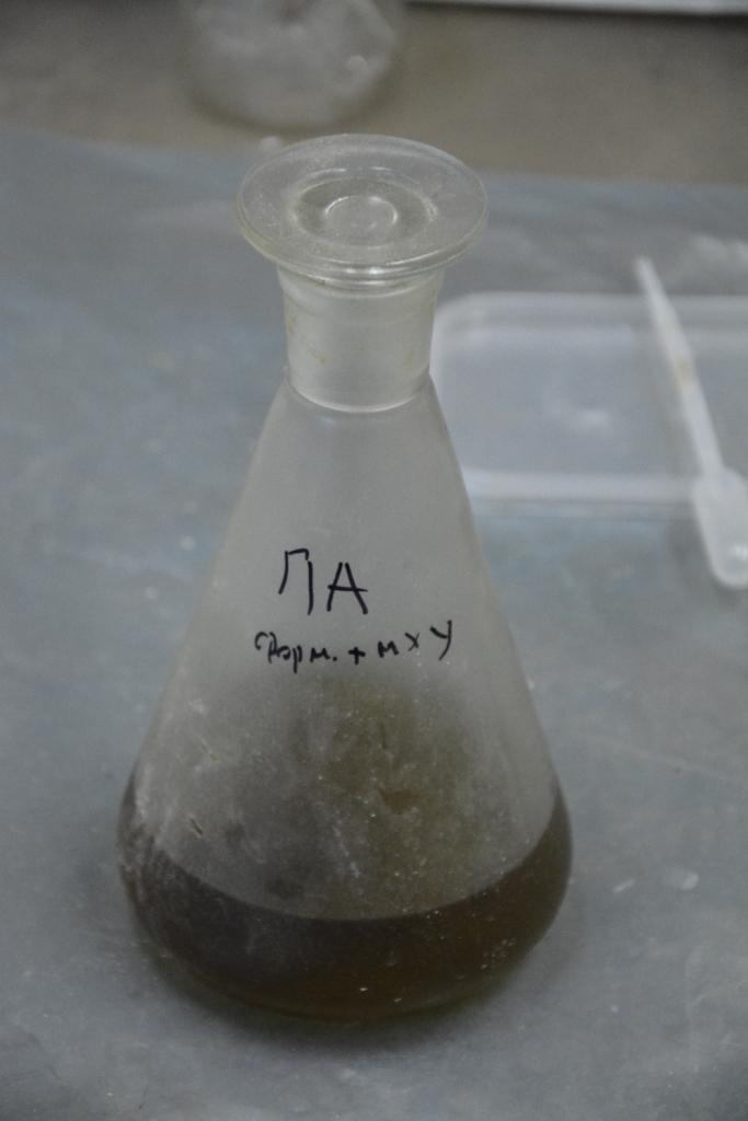 Раствор нейлона в смеси муравьиной и монохлоруксусной кислот