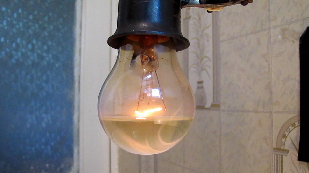 Что будет, если лампу накаливания (220 В) наполнить гексаном? (Эксперимент с пожаром). Incandescent lamp (220V) filled with hexane. (Experiment with uncontrolled fire)