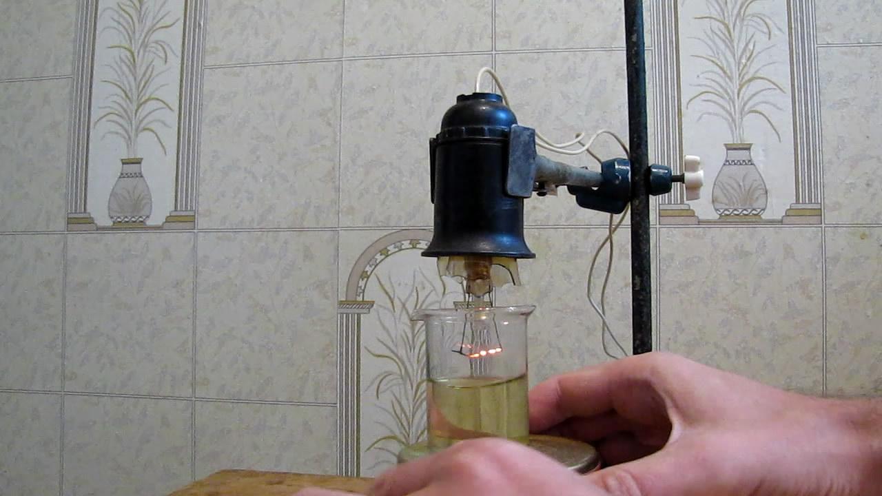 Спираль лампы накаливания и гексан (эксперимент с пожаром). Incandescent lamp filament and hexane (experiment with uncontrolled fire)