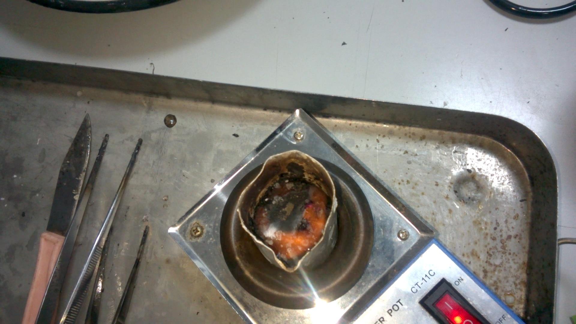 Плавление натрия (в тигле). Melting of sodium (in crucible)