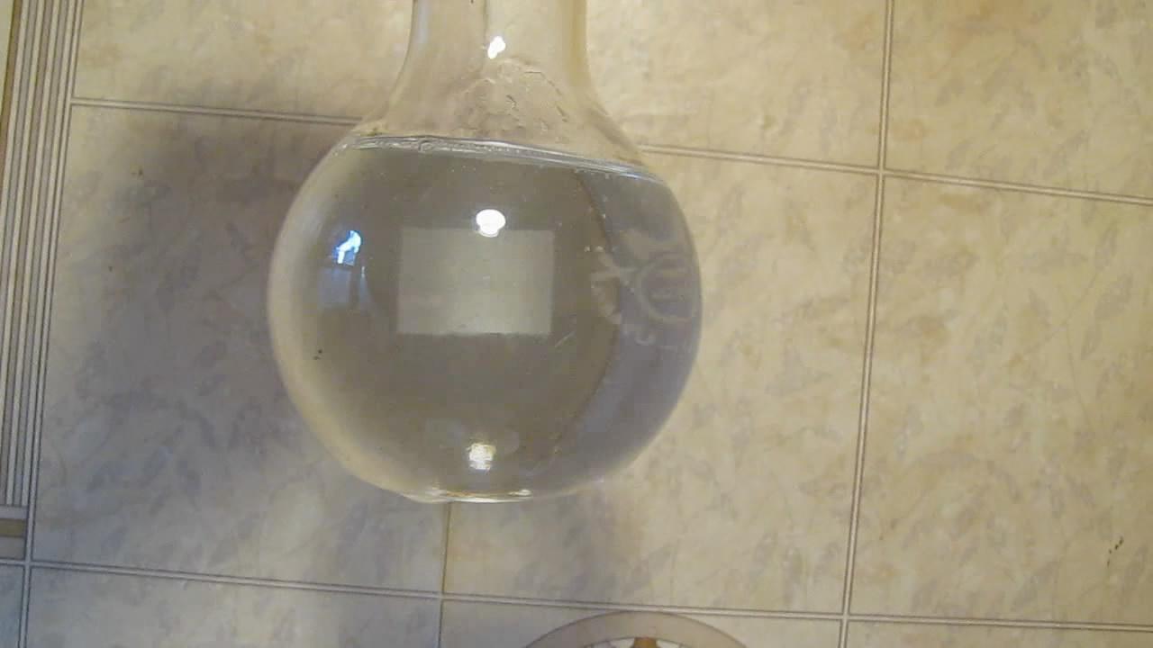 Кристаллизация пересыщенного раствора ацетата натрия (''горячий лед''). Crystallization of supersaturated solution of sodium acetate (''hot ice'')