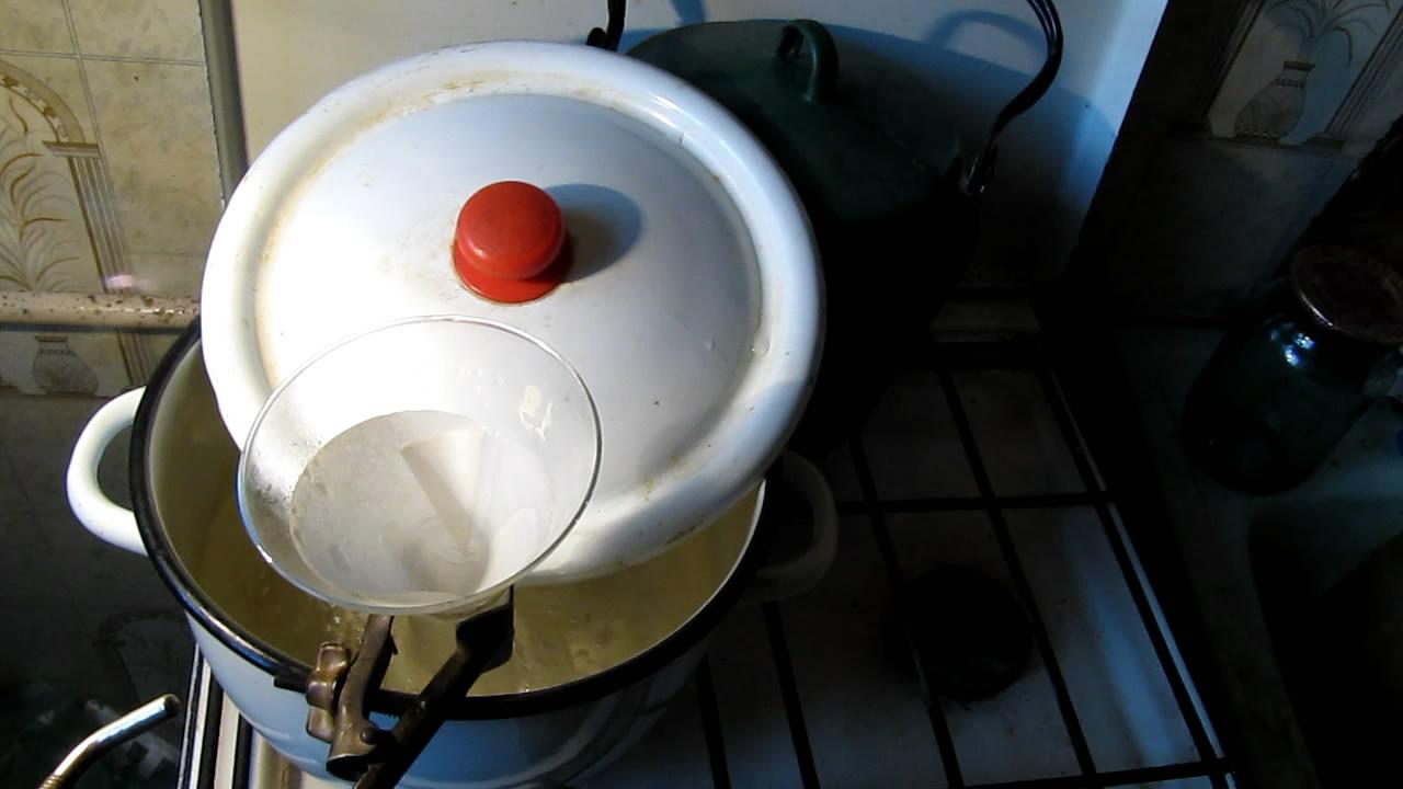 Горячее фильтрование раствора ацетата натрия. Hot filtration of solution of sodium acetate