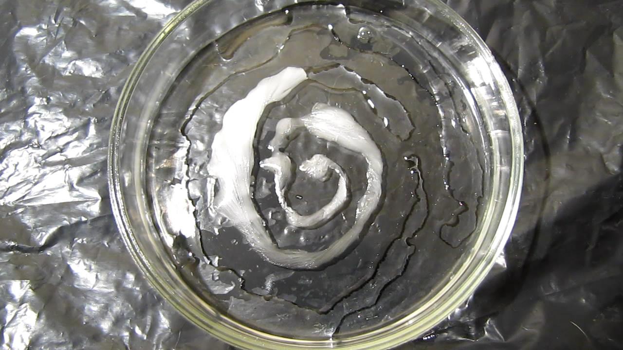 Спираль и кристаллизация (используется пересыщенный раствор ацетата натрия). Spiral and crystallization (supersaturated solution of sodium acetate)