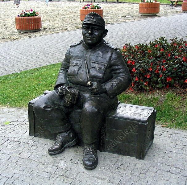 Памятник бравому солдату Йозефу Швейку в Перемышле (Польша)