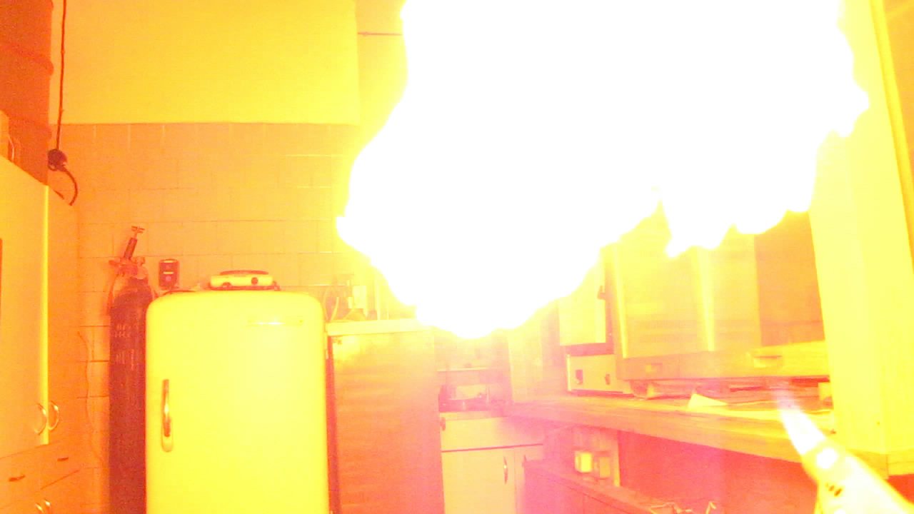 Модель огнемета (пульверизатор с гексаном)