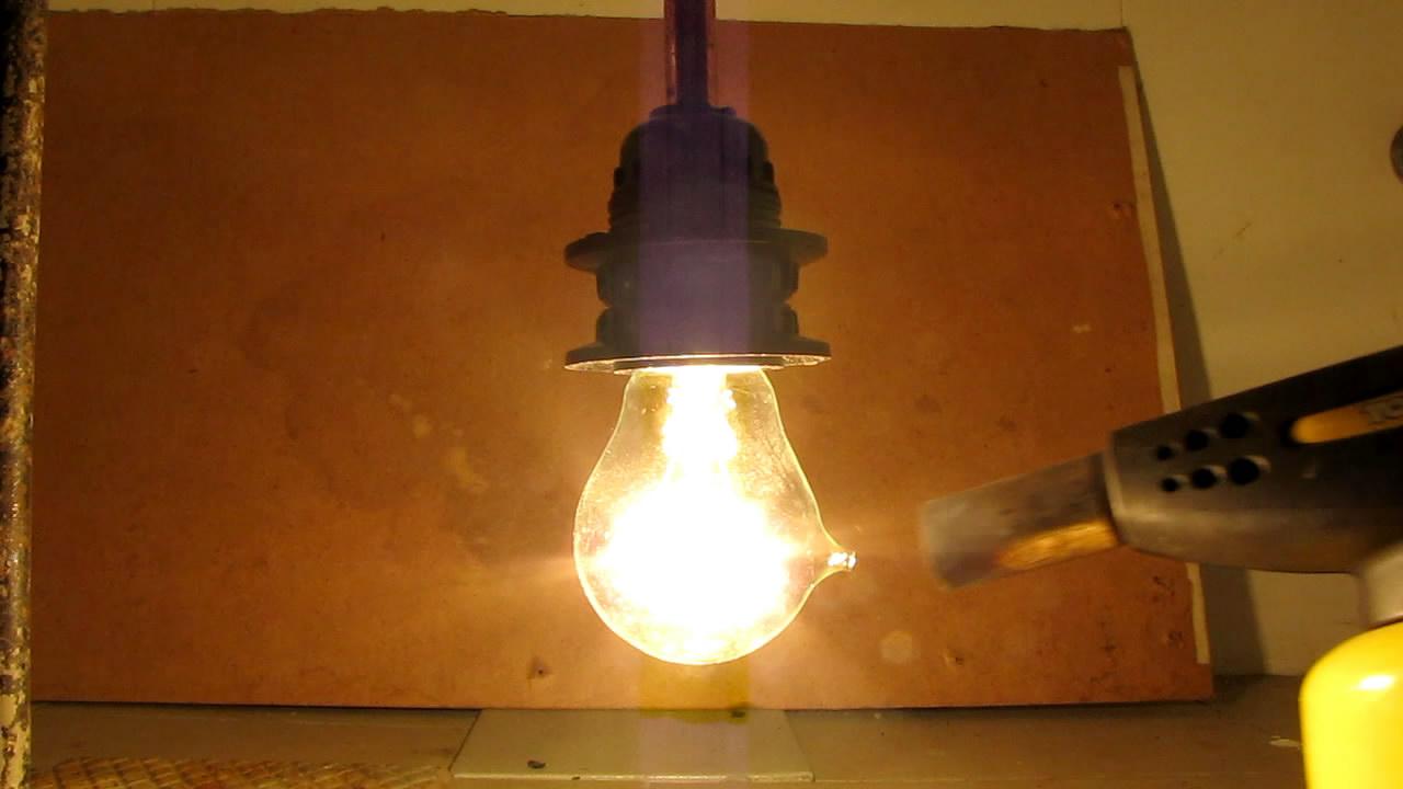 Лампа и пропан-бутановая смесь