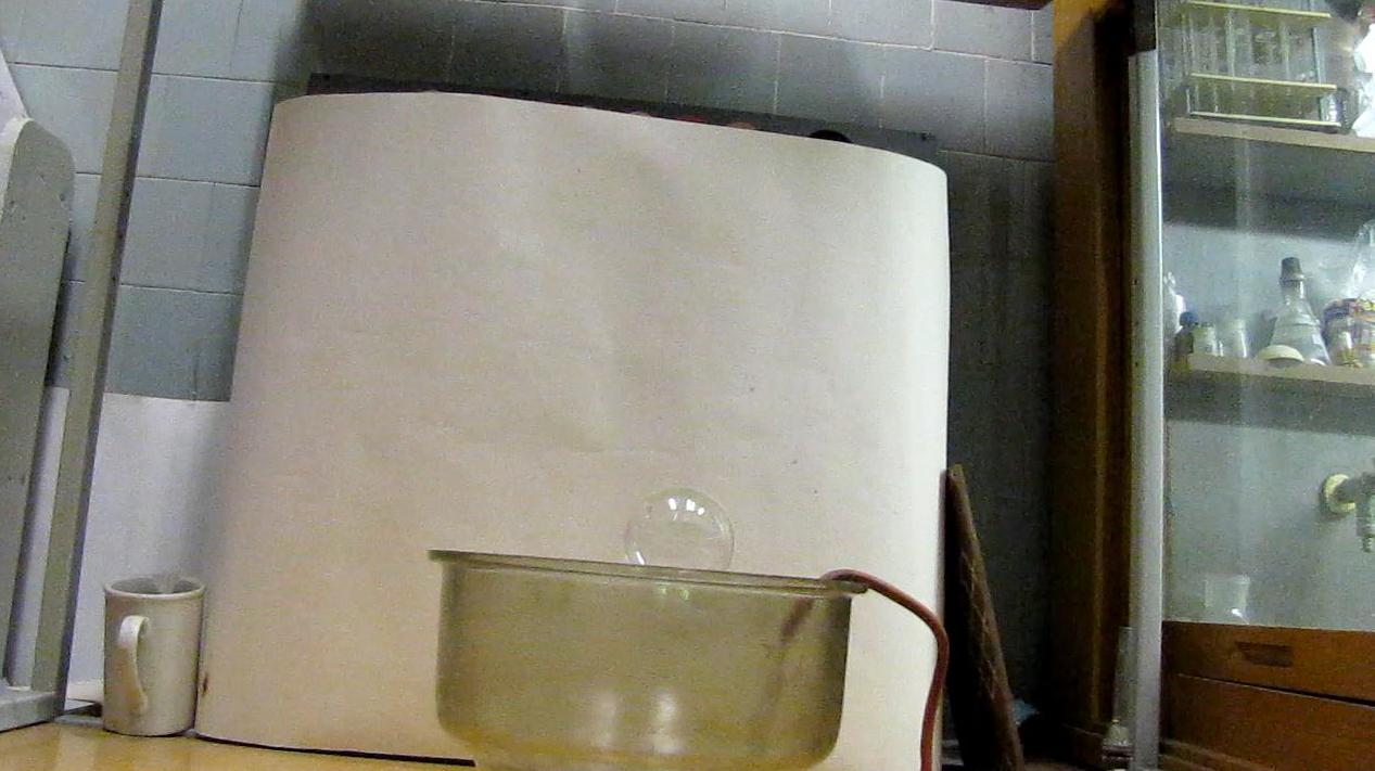 Левитирующие мыльные пузыри. Levitation of Soap Bubbles