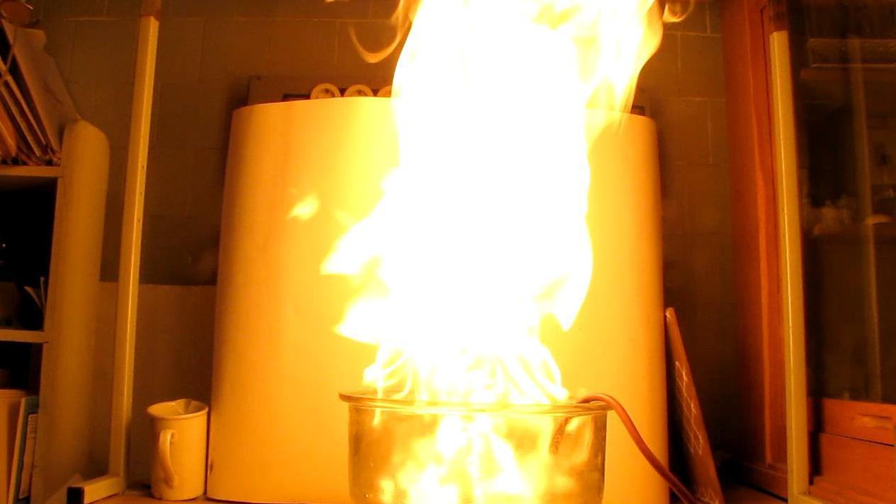 Левитирующие мыльные пузыри и огонь