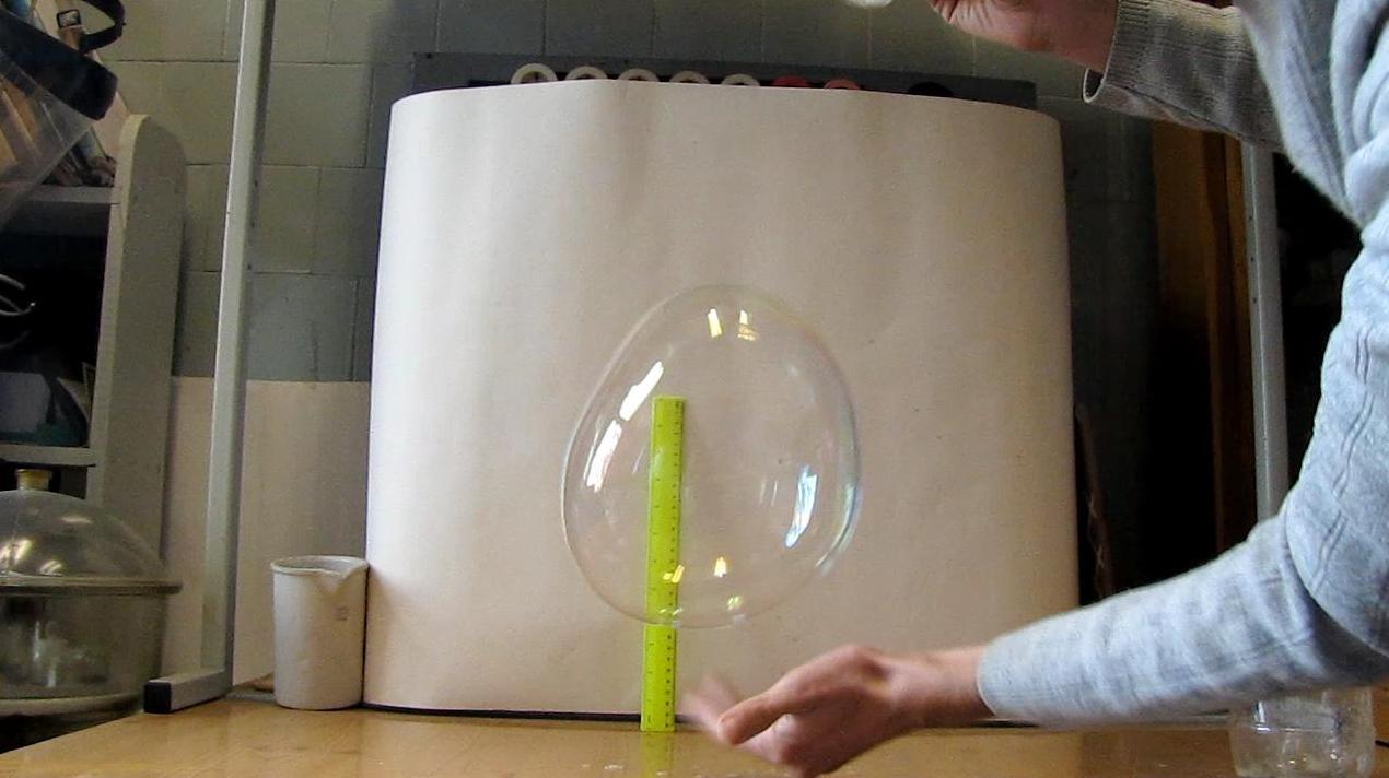 Большие мыльные пузыри: первые опыты