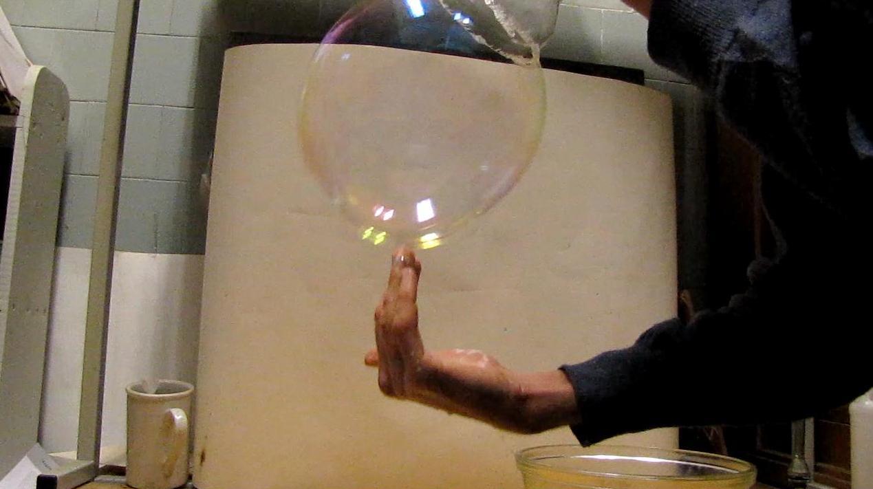 Как проткнуть мыльный пузырь?