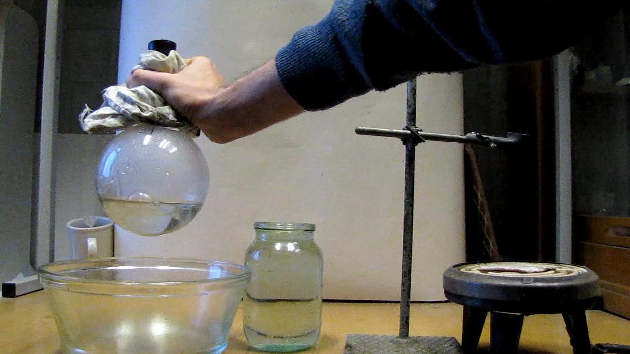 Кипение воды при комнатной температуре