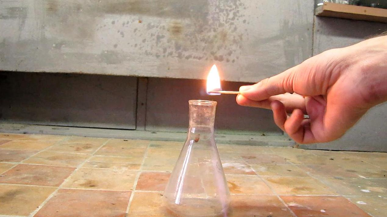 Горение и взрыв ацетилена (колба)