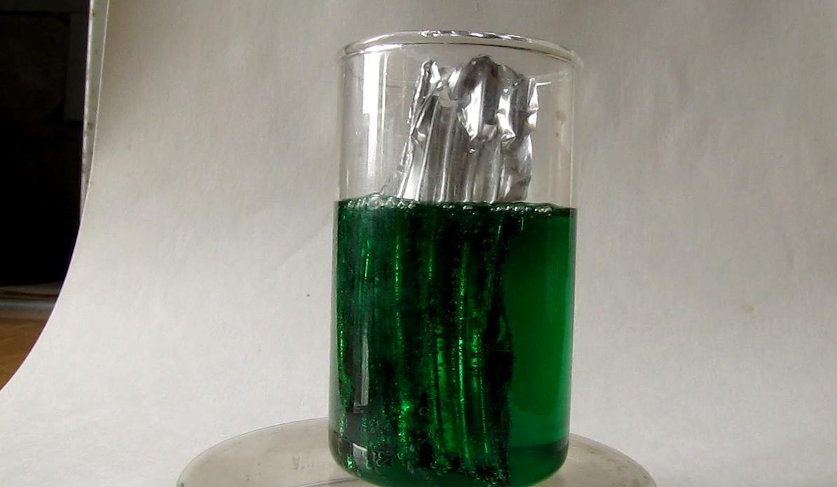 Реакция алюминия со смесью сульфата меди и хлорида натрия