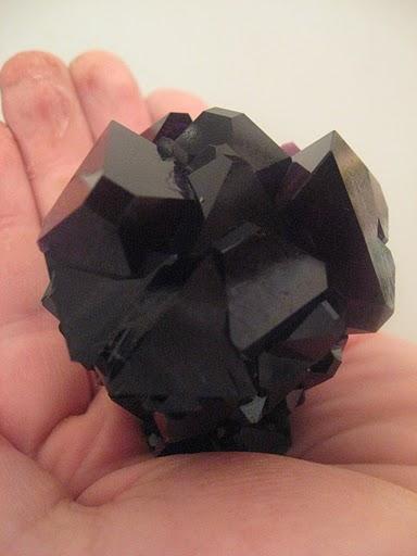 Кристаллы хромокалиевых квасцов