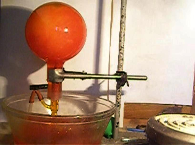 Фонтан в колбе (конденсация водяного пара). Fountain in the Flask (Condensation of Water Vapor)