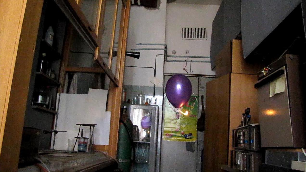 Взрыв шарика с водородом. Hydrogen Balloon Explosion