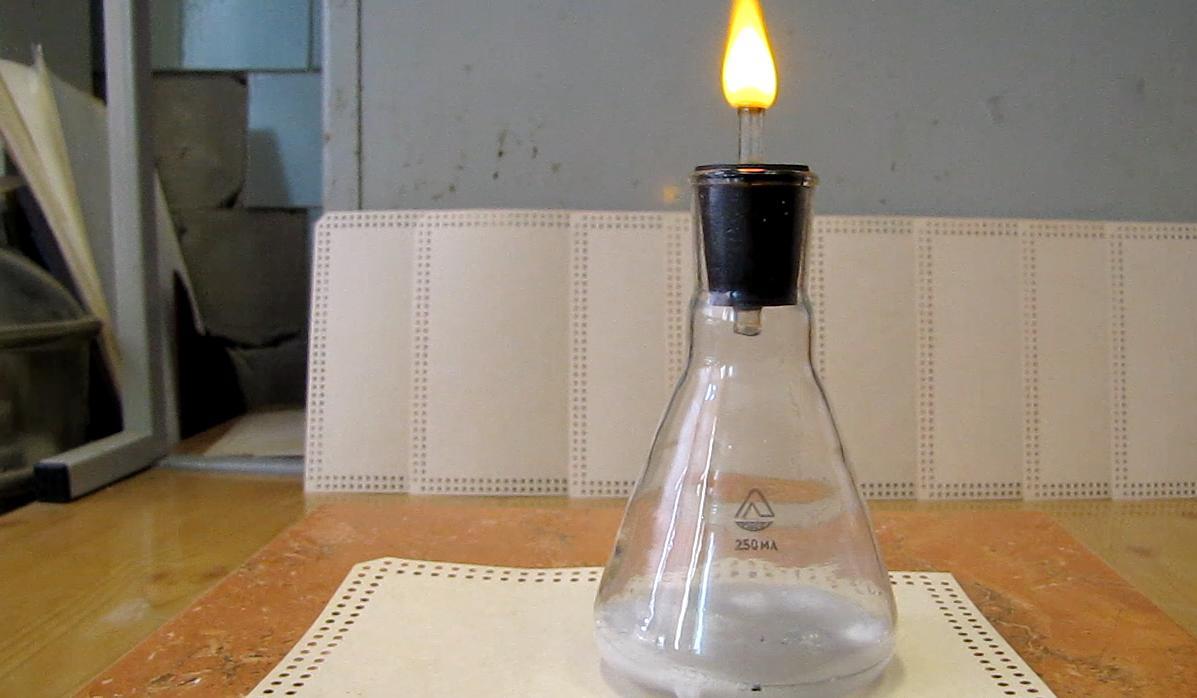 Баллон с водородом. Пена с водородом