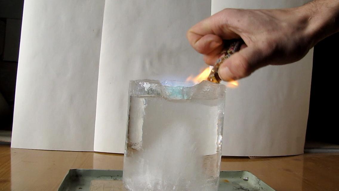 Горящий лед