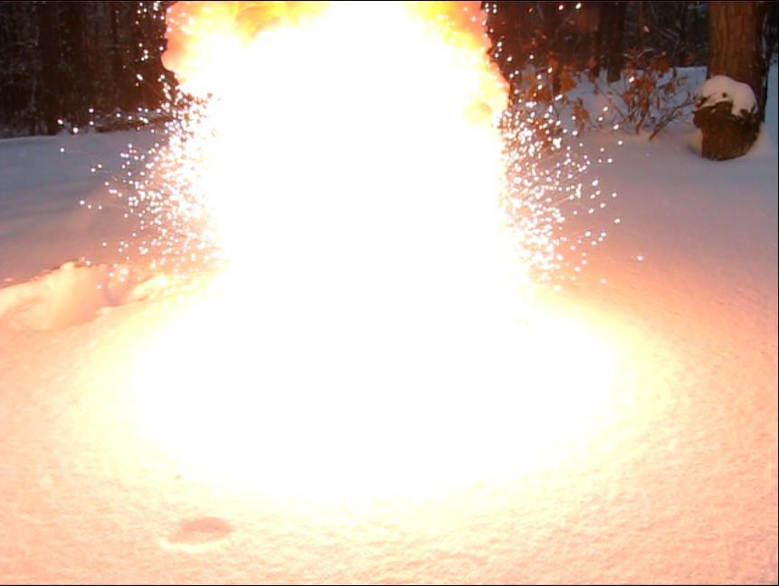 Вспышка смеси перманганата калия и алюминиевой пудры. Reaction between aluminum powder and potassium permanganate (flash mixture)
