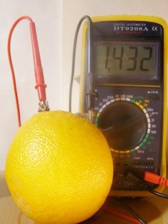 Батарейка из апельсина
