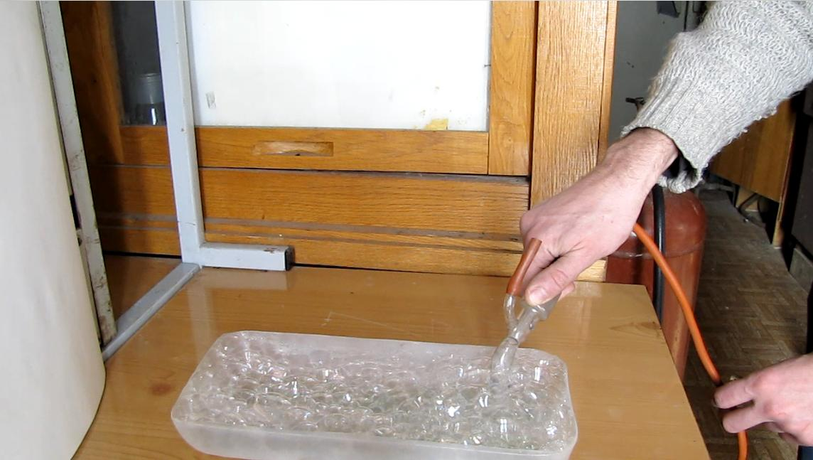 Burning Foam in a Tray (soap foam filled with propane-butane). Горение пены в лотке (пена, наполненная пропан-бутановой смесью)