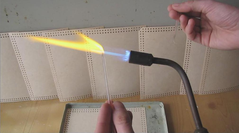 Работа со стеклом - палочку можно разделить на две части