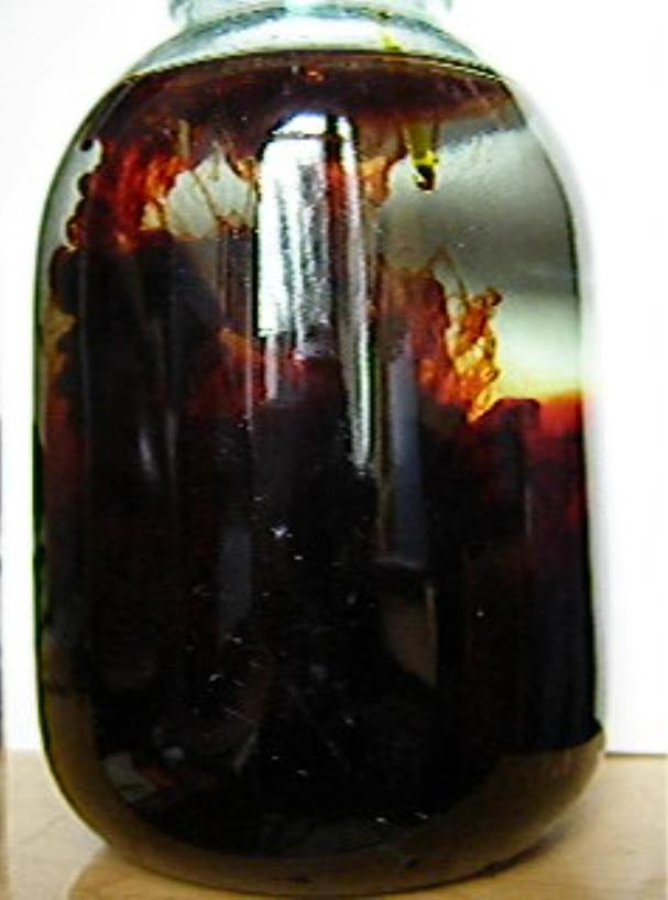Реакция хлорида железа (III) и роданида калия (искусственная кровь)