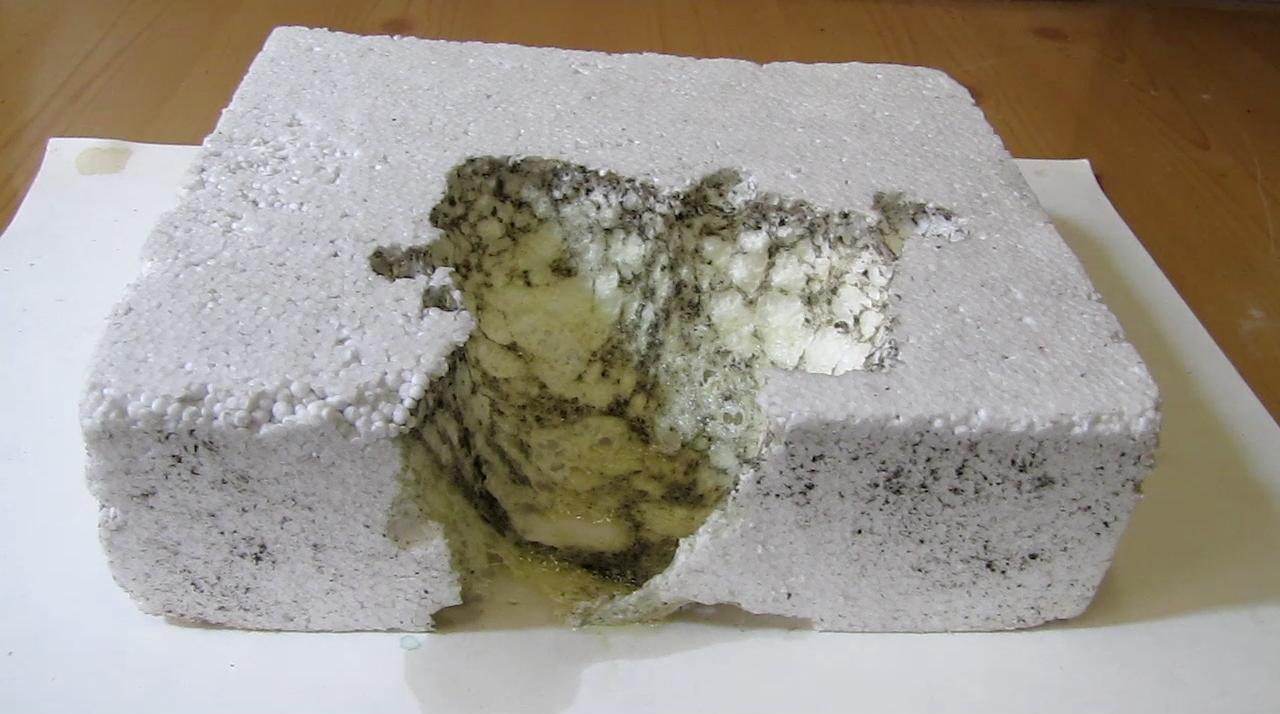 Ацетон разрушает пенопласт