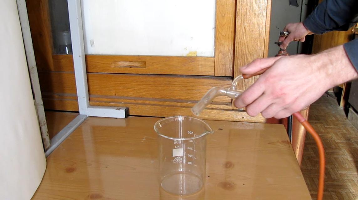 Горение пропан-бутановой смеси. Combustion of Propane-Butane Mixture in a Glass