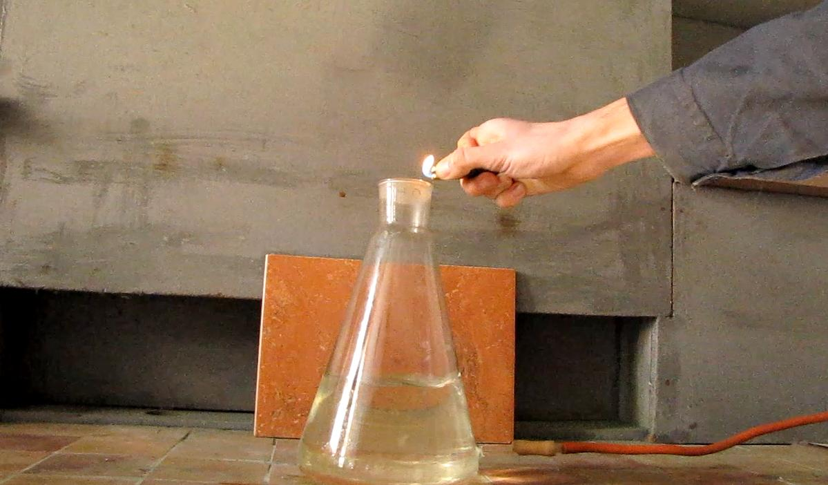 Горение пропан-бутановой смеси над водой. Combustion of Propane-Butane Mixture over Water (Water Trap Model)