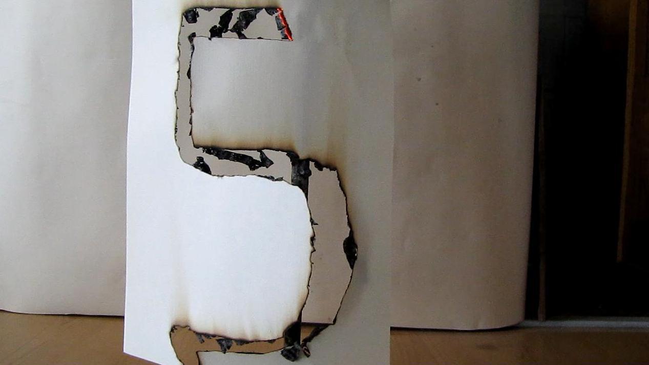 Огонь рисует на бумаге