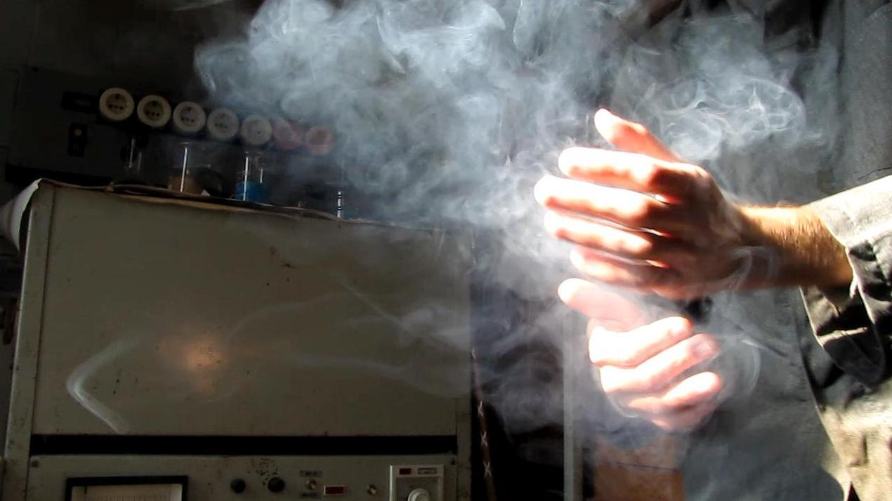 Реакция хлористого водорода и аммиака