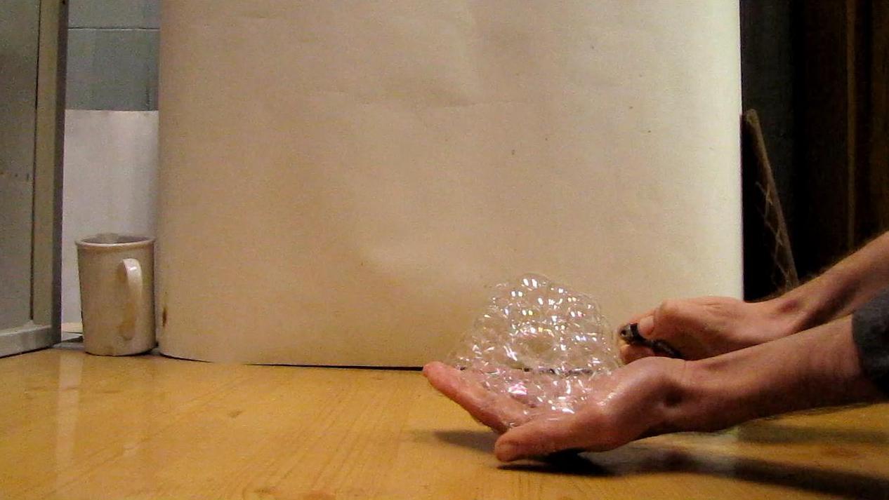 Огонь на ладони (пена с водородом). Fire on the hand (foam filled with hydrogen)