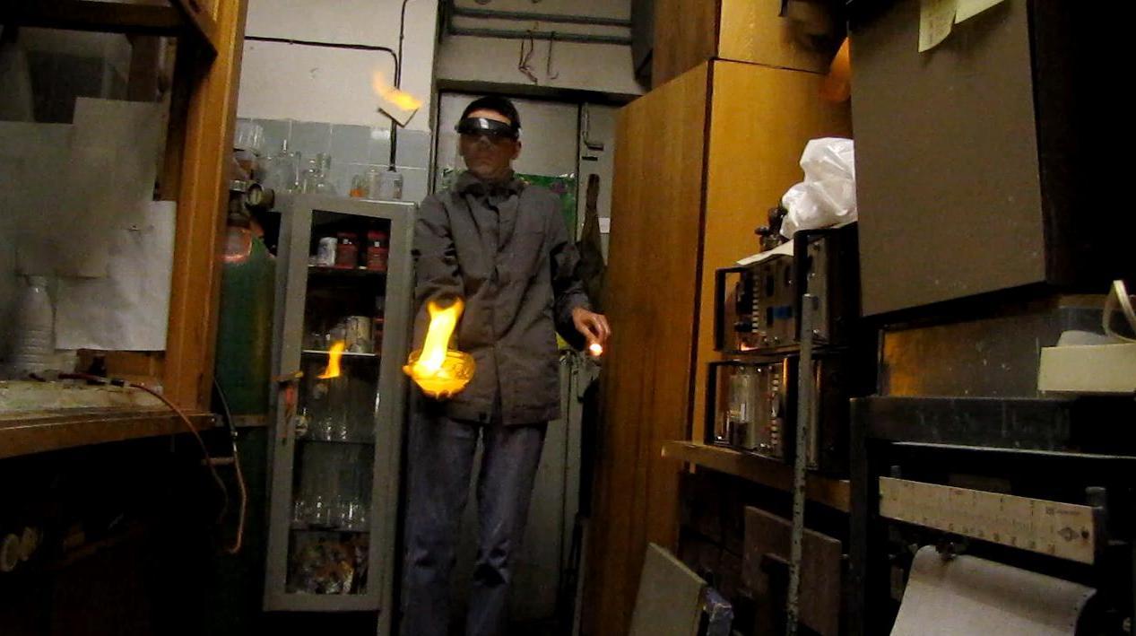 Огонь на ладони (пена с водородом)