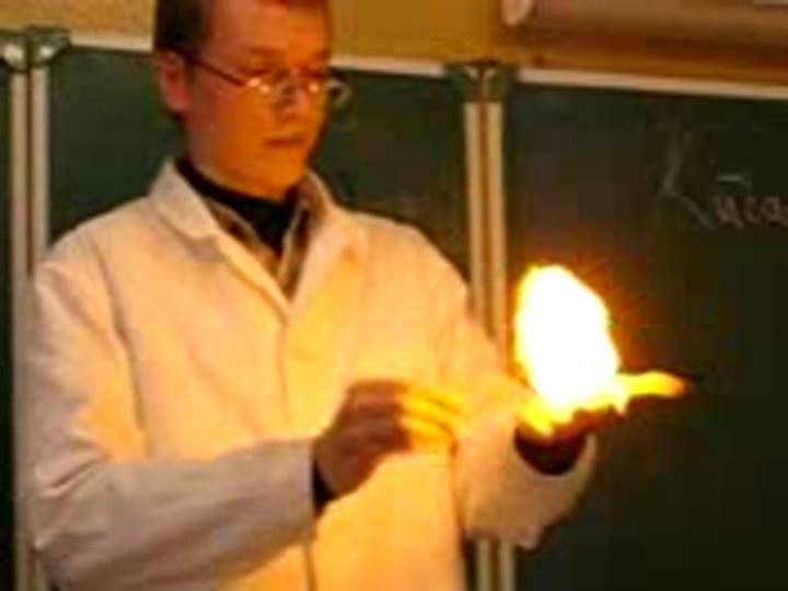 Видео опыты по химии